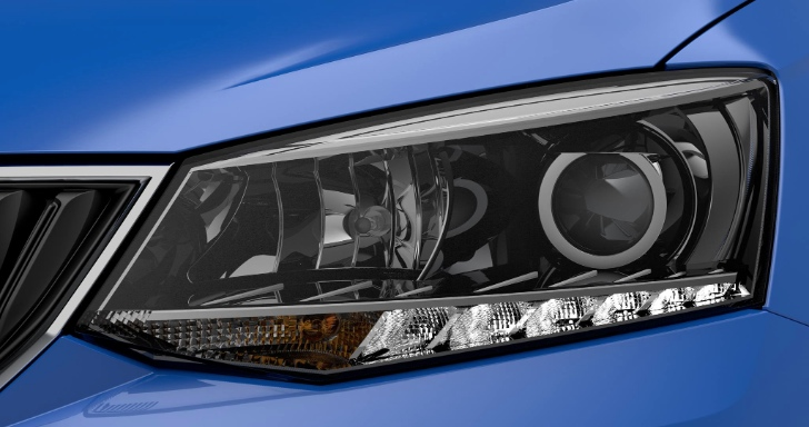 new-skoda-fabia-teaser-shows-simple-design-of-new-headlights-update-85176-7
